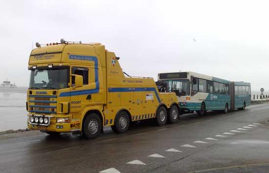 Berging van een bus Poort Hoogkerk